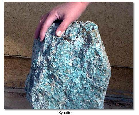 Kyanite ore found in the Cargo Muchacho Mountains - DesertUSA