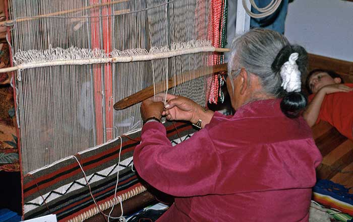 Navajo Blankets and Weavings - DesertUSA