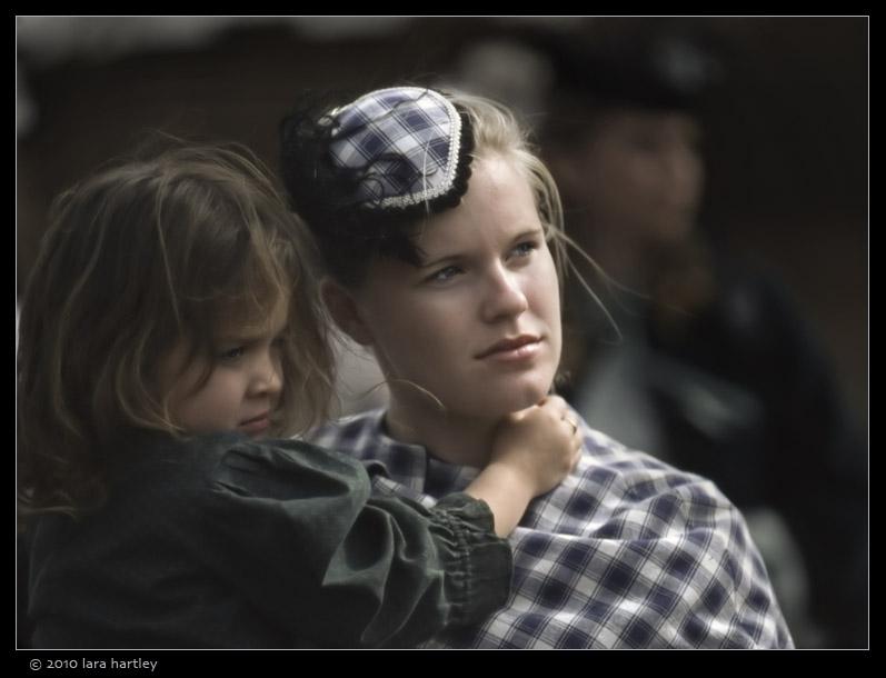 civil-war-2001001_mother-daughter_8