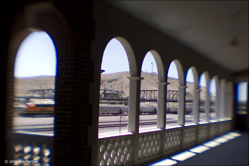1327_lensbaby-f4-non-bend-w-train