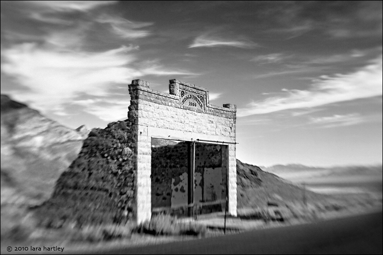 lensbaby, composer, regular single optic, 5.6, HD&LD Porter building in rhyolite