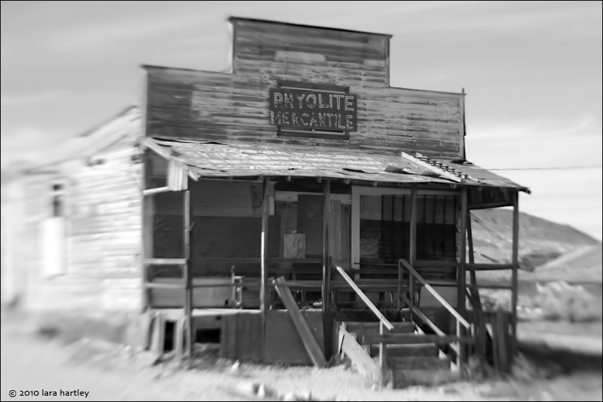 1851_lensbaby-single-f8_rhyolite-mercantile-bw