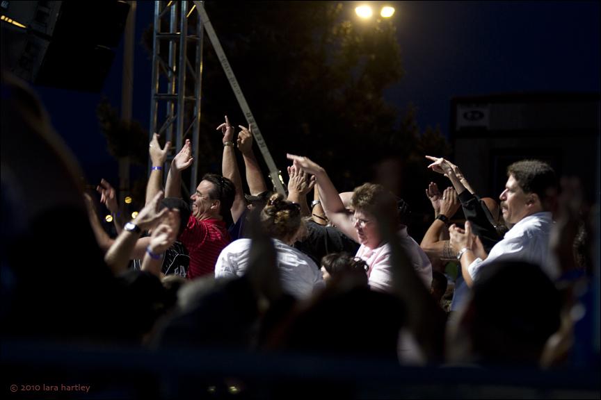 2957_crowd-scene
