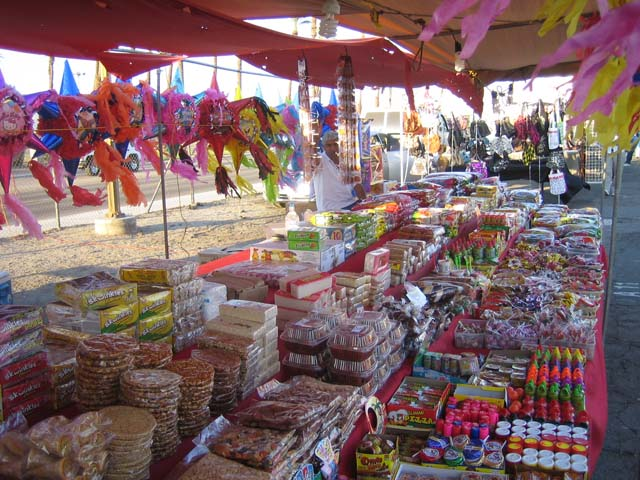 an open air market Markets are abundant in florence,  located not far from the sant'ambrogio market, this little piazza houses the flea market of florence, open daily.
