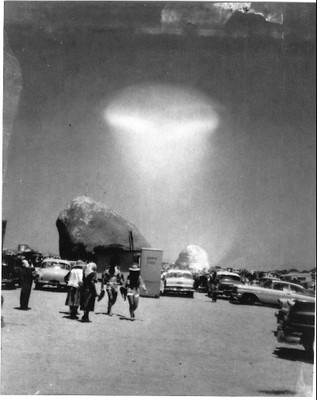 This Huge Rock Defies All Logic, No One Knows How It Ended Up In The Mojave Desert Image_display