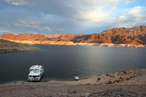 Houseboating on Lake Mead