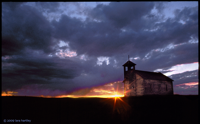 This image of the abandoned Cottonwood schoolhouse in Northeastern Montana is an example of how to use the Rule of Thirds in a landscape photograph.