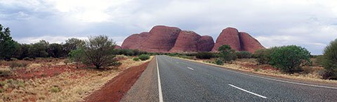 Approach to Kata Tjuta, courtesy Wikimedia Commons